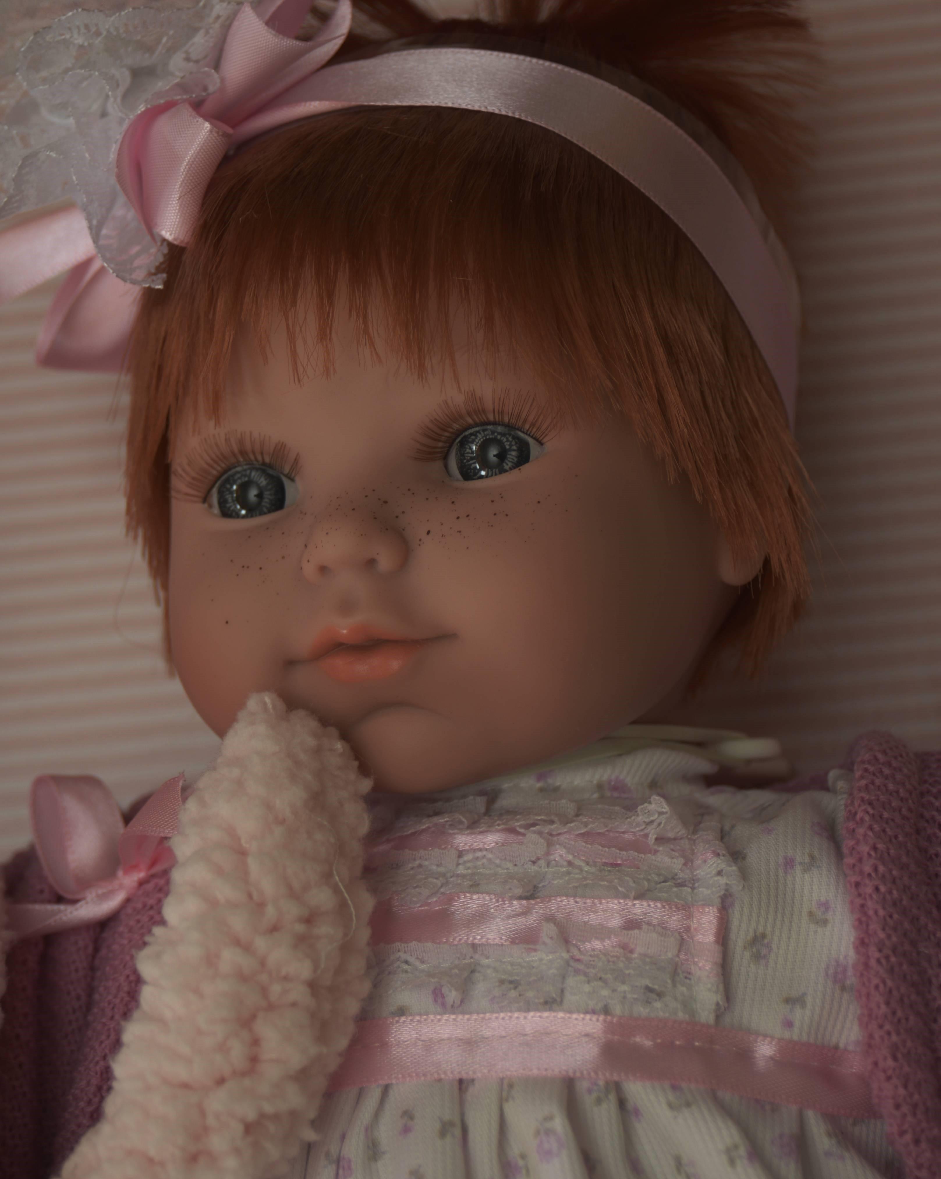 Realistická panenka holčička Dominika od firmy Berjuan ze Španělska