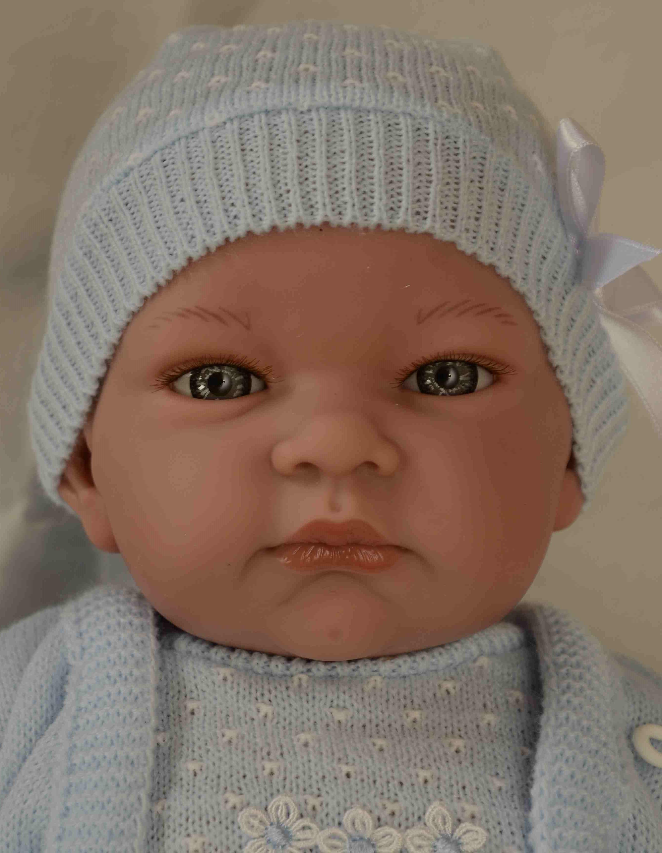 Realistické miminko - chlapeček - John s čepicí od firmy Lamagik (Doprava zdarma)