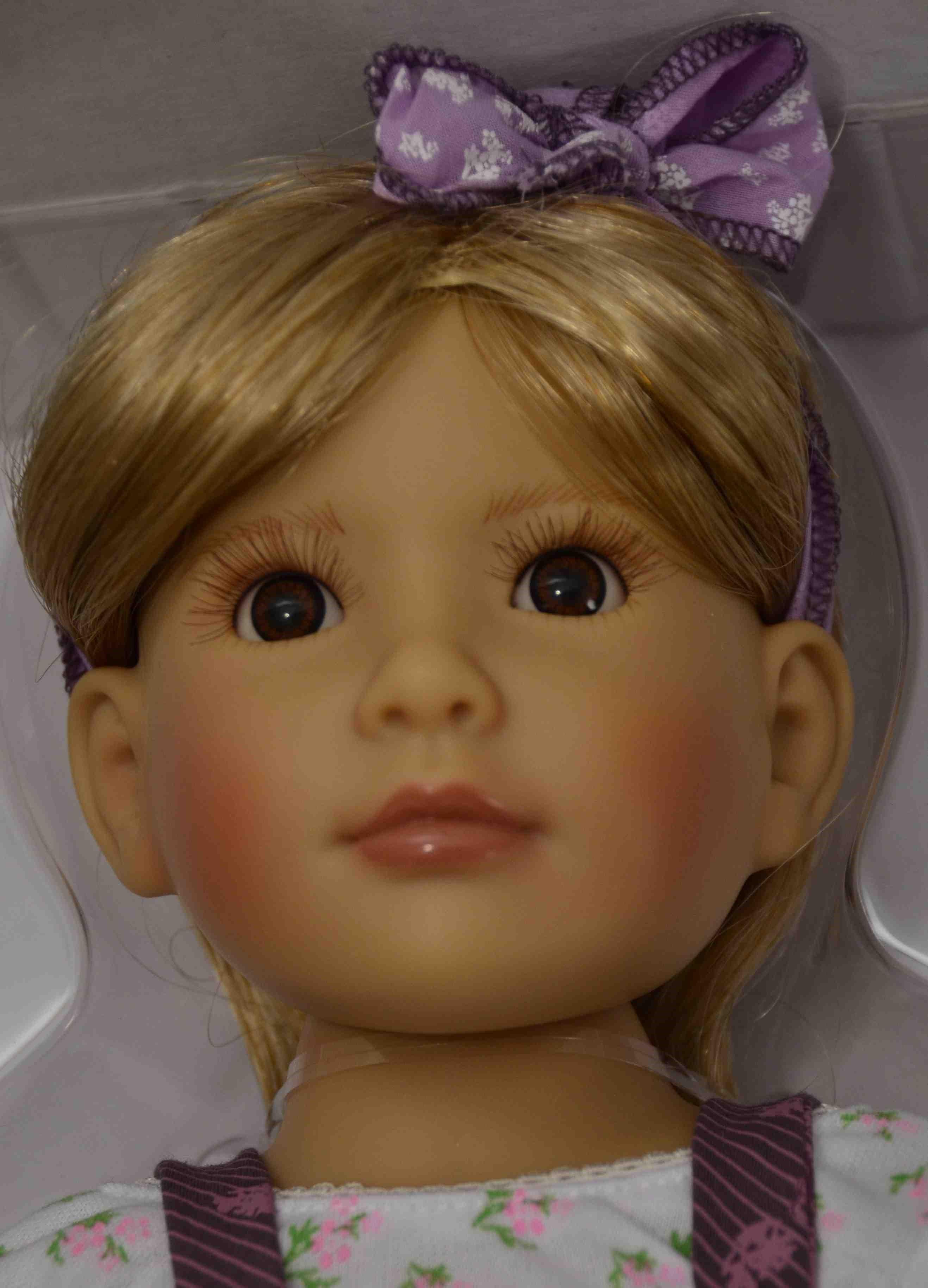 Kloubová panenka - holčička Grace značky Kidz-n-Cats (Doprava od 35 Kč)