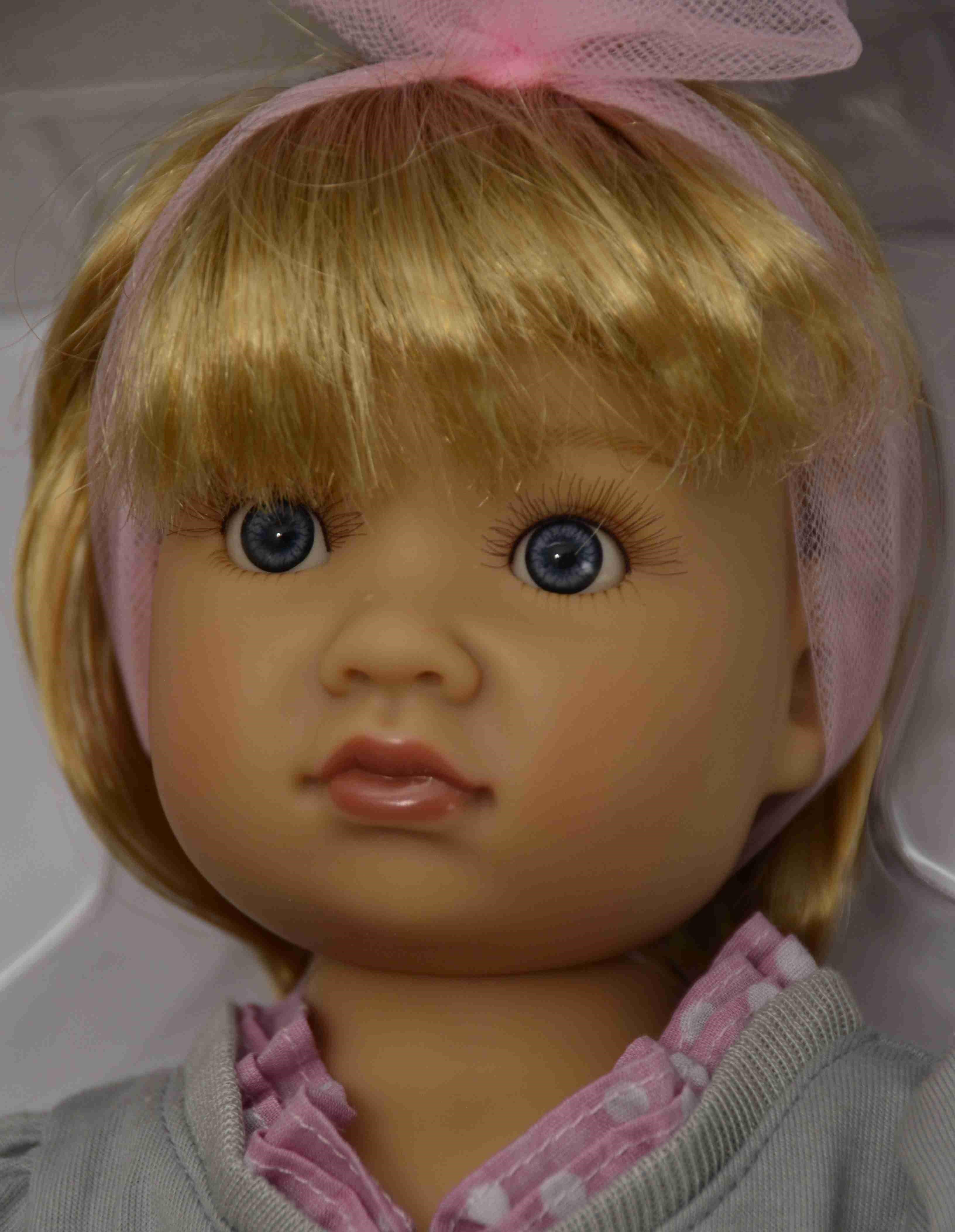 Kloubová panenka - holčička Alyssa značky Kidz-n-Cats (Doprava od 35 Kč)