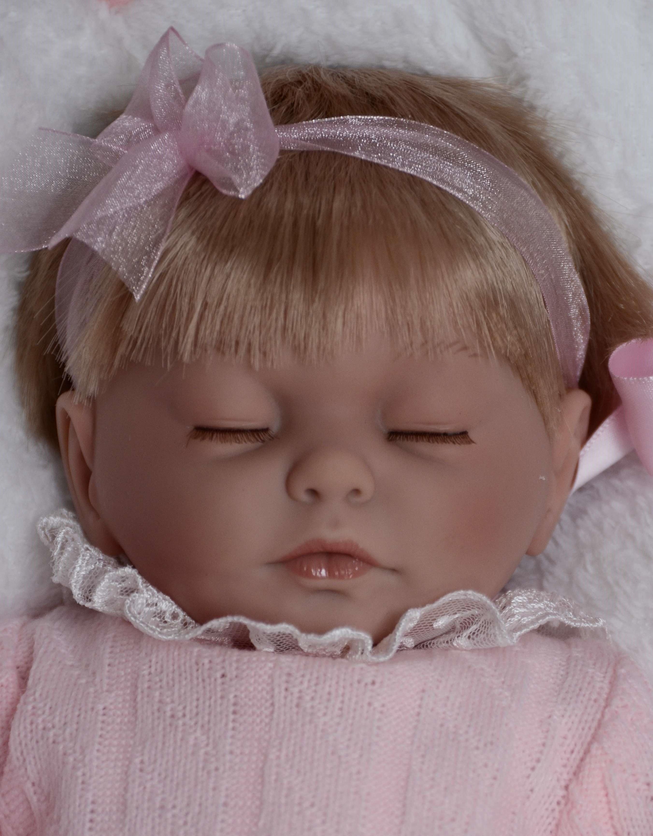 Spící holčička - Kristýna v zavinovačce od firmy Guca (Realistické miminko ze Španělska)