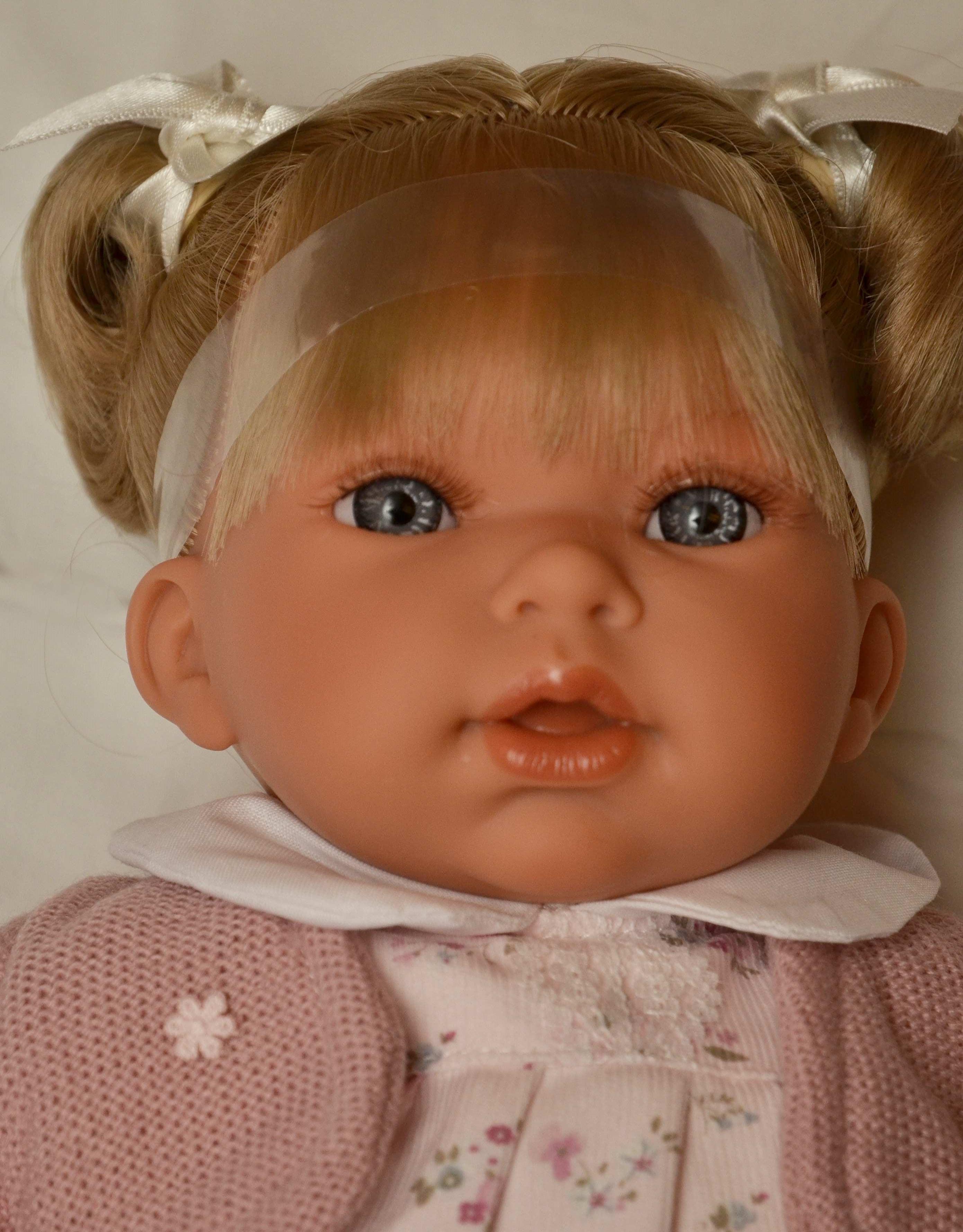 Realistická panenka Antonio Juan - holčička Any Dos Coletitas - světlé vlásky