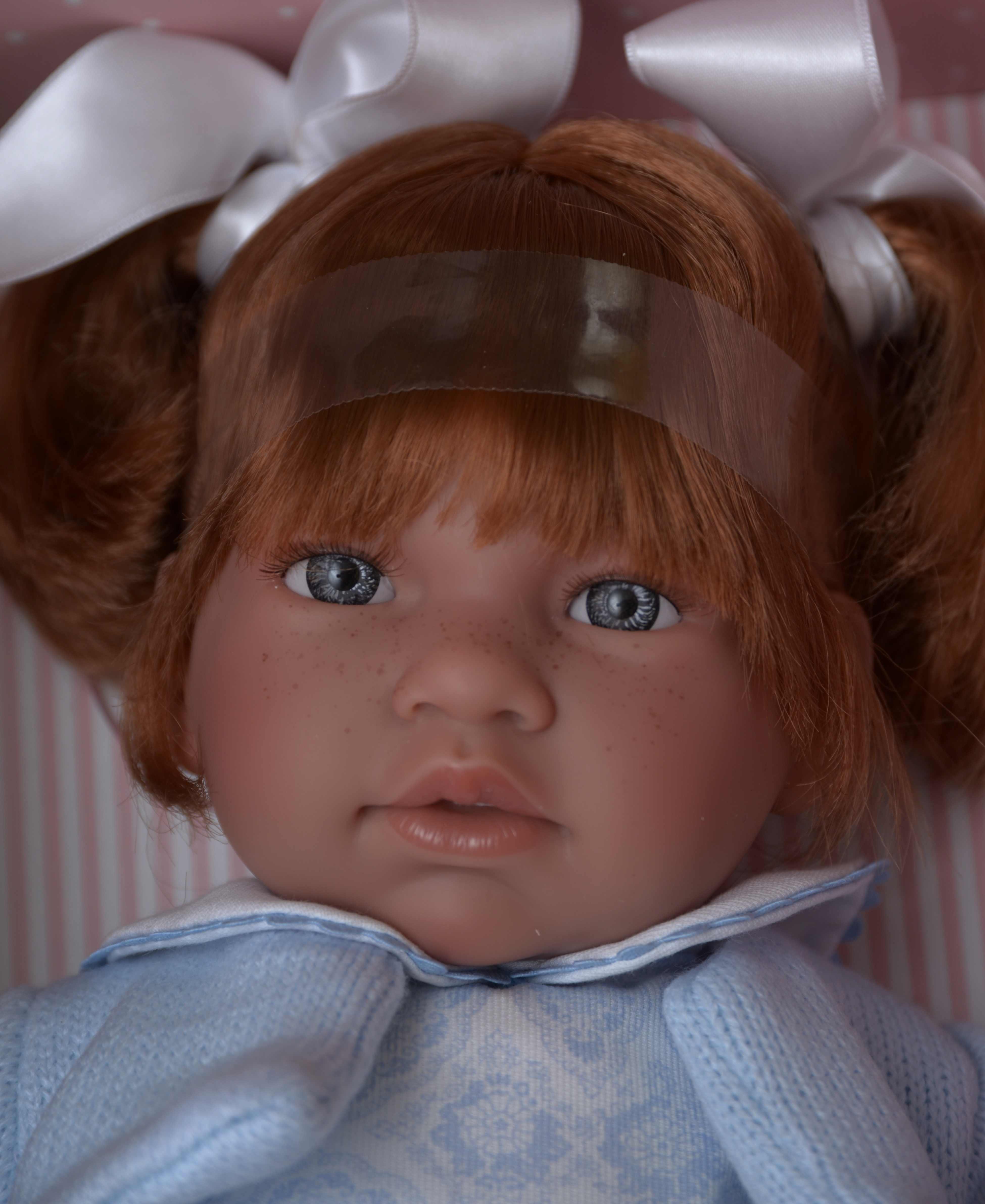 Realistická panenka NOOR - zrzavé vlasy od firmy ASIVIL ze Španělska