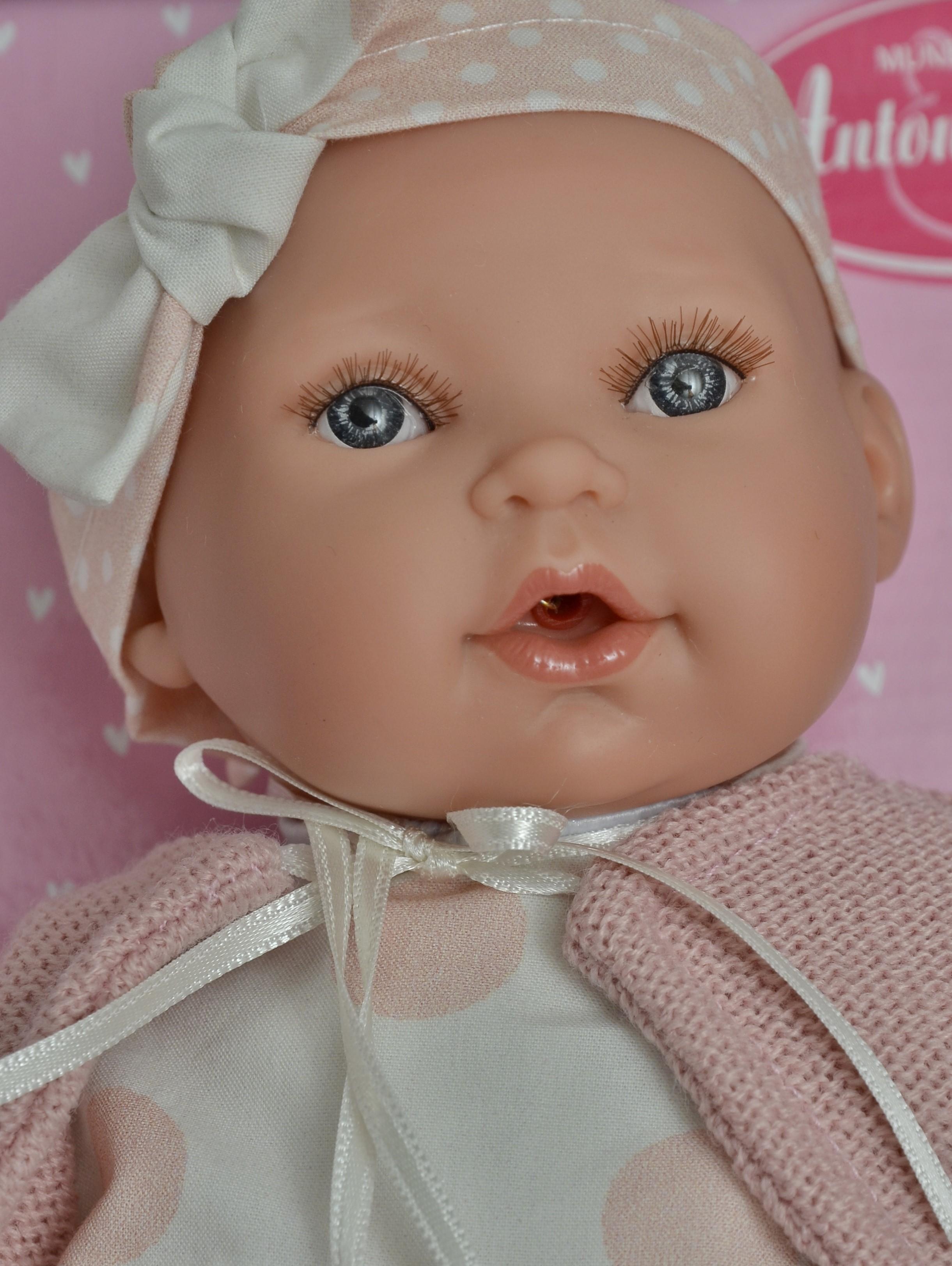 Realistická panenka - miminko- holčička Kika v puntíkovaných šatech - růžové puntíky od Antonio Juan