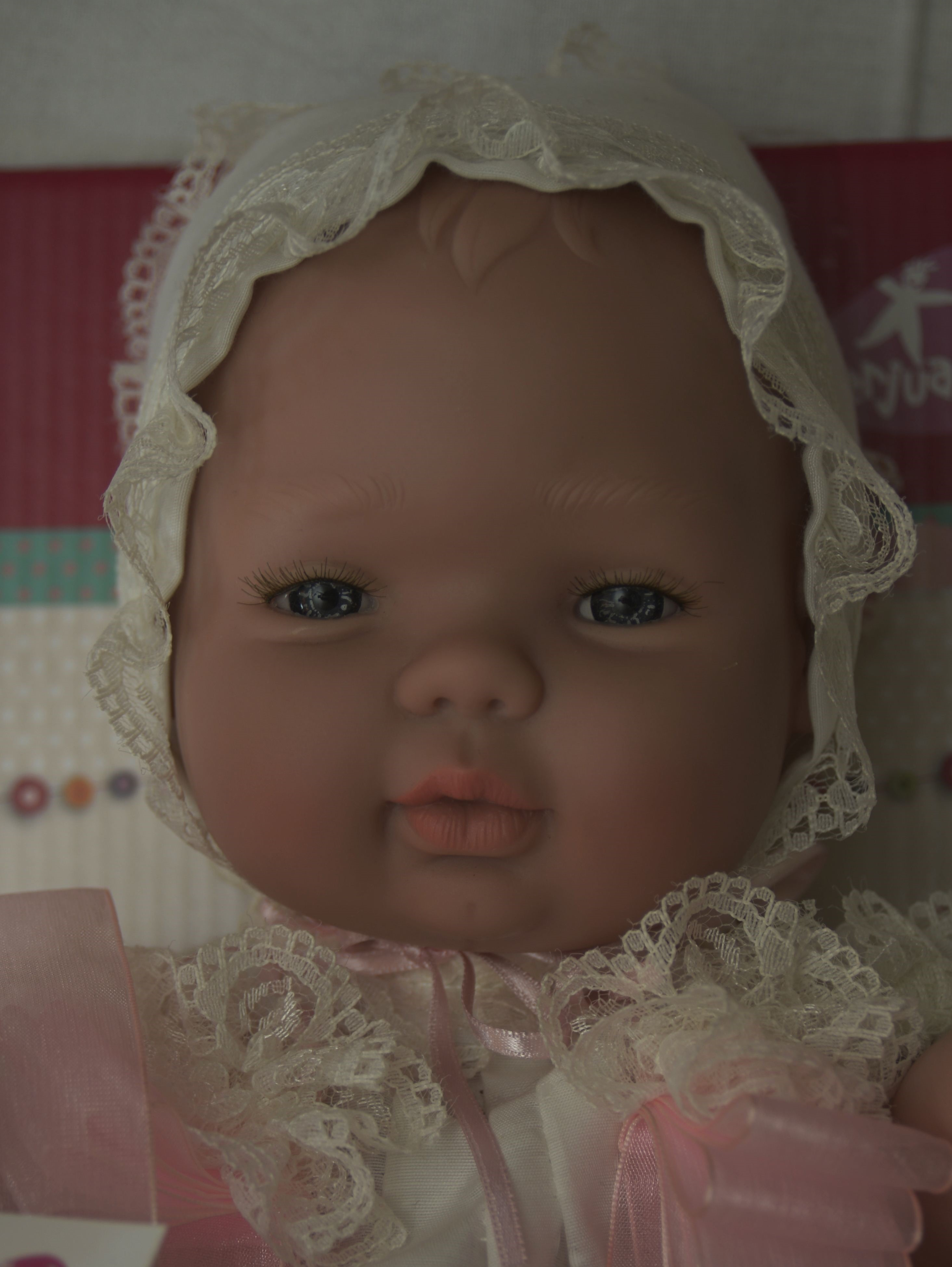 Realistické miminko holčička v oblečena ke křtu od firmy Berjuan ze Španělska