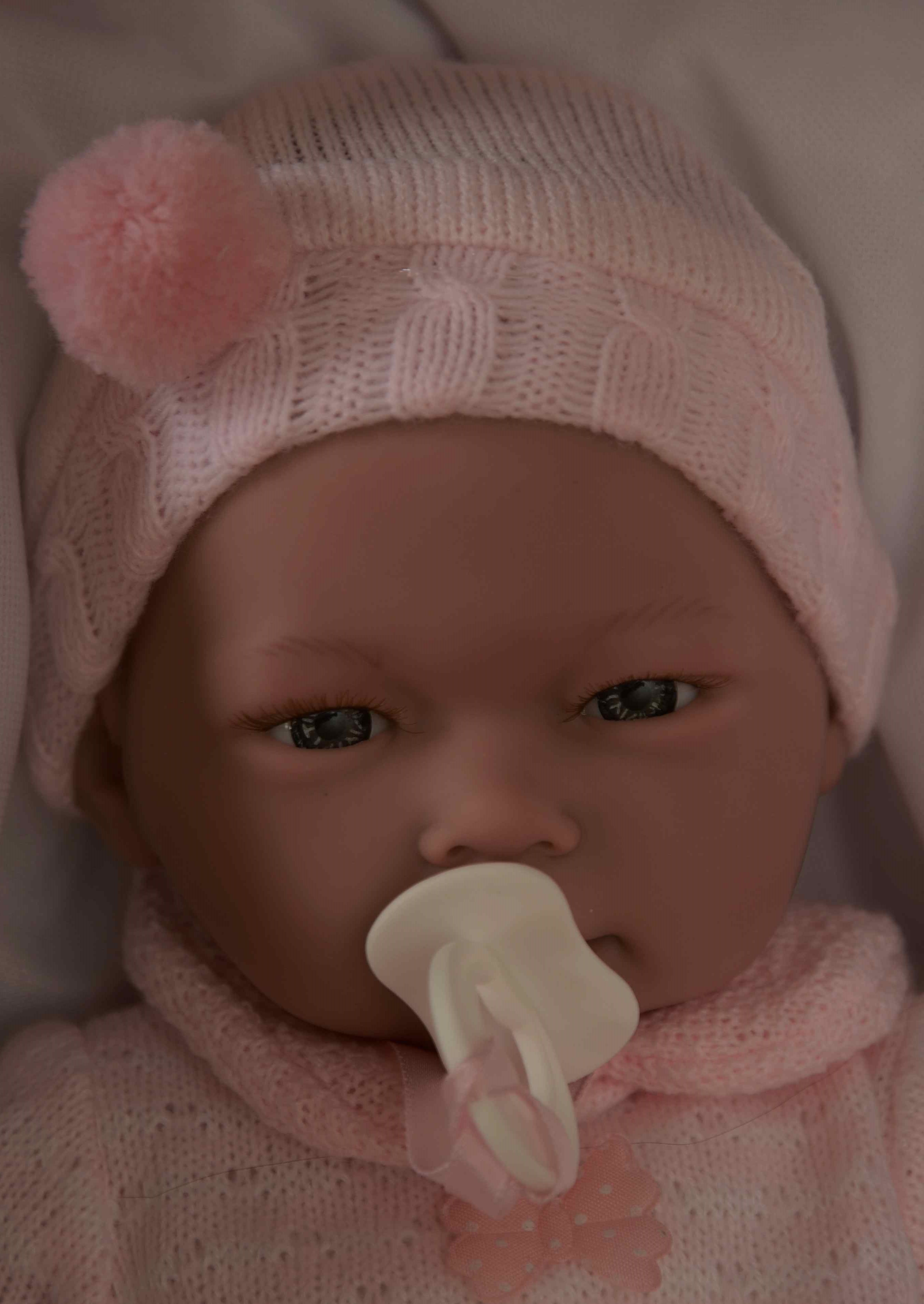 Holčička - Alba na polštářku od firmy Guca (Realistické miminko ze Španělska)