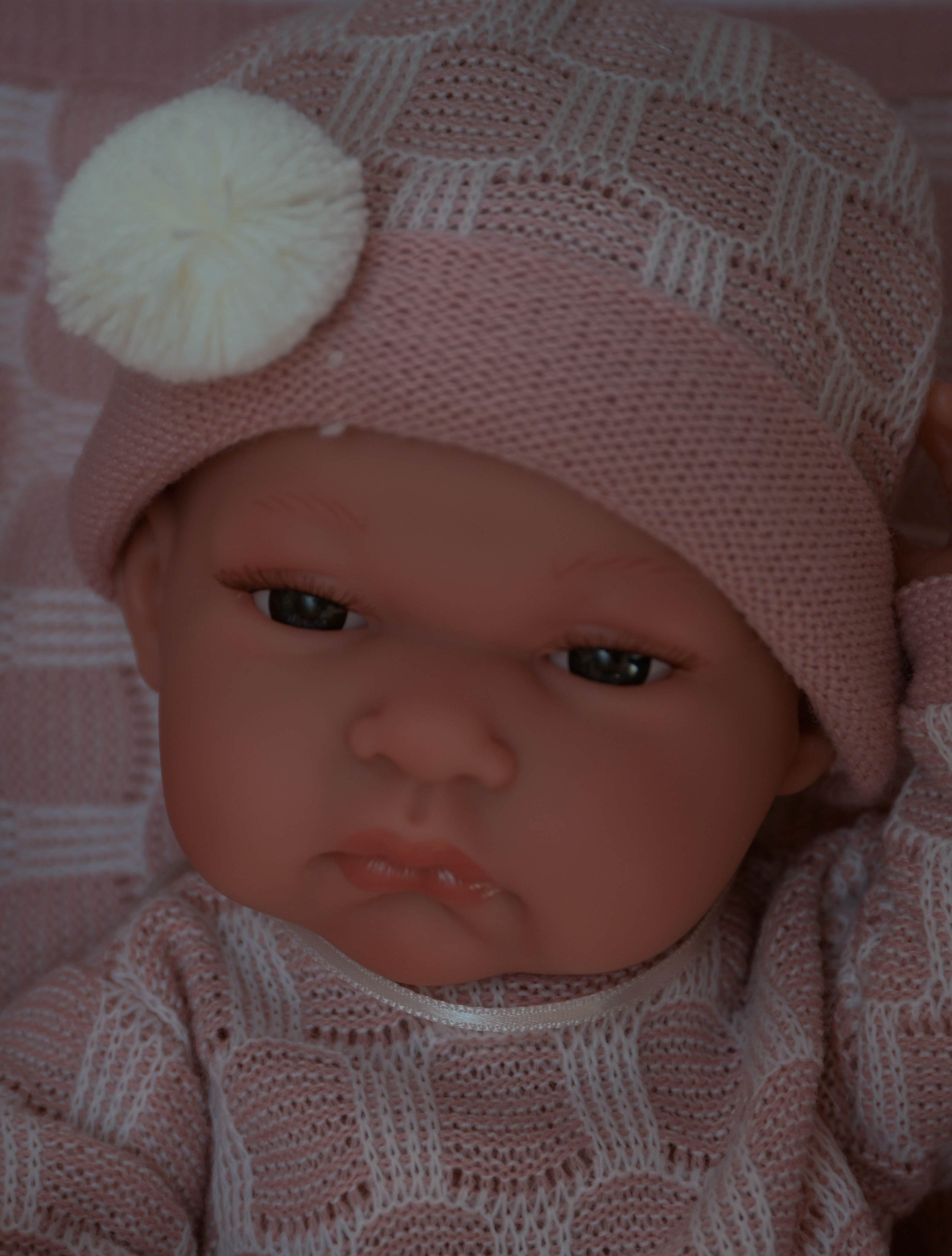 Realistické miminko - holčička Toneta v růžovo-bílé dečce od f. Antonio  Juan Baby Toneta Toquilla bef5138512