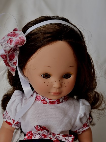 Fotografie Realistická panenka - holčička Clara - bruneta od firmy Berjuan