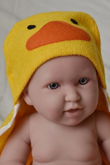 Realistické miminko chlapeček ve žlutém ručníku - kačence od firmy Berenguer (Doprava zdarma)