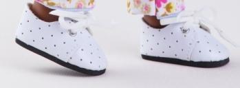 Bílé boty s puntíky na tkaničky