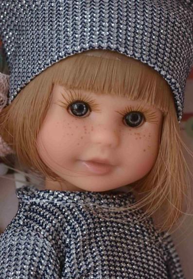 Realistická panenka holčička Irena - blonďaté vlásky od firmy Berjuan