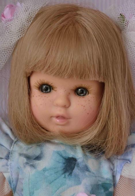 Realistická panenka holčička Sofia - blonďaté vlásky od firmy Berjuan
