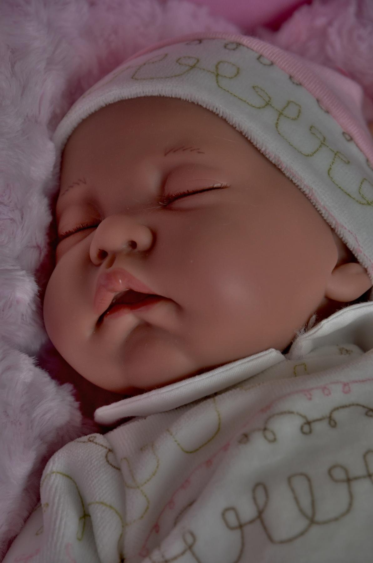Realistická panenka - miminko- spící holčička - Luna Cojín od Antonio Juan