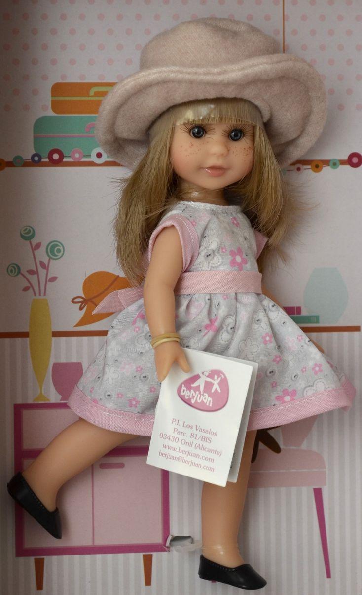 Realistická panenka holčička Irena -světlé vlásky - béžový kabátek od firmy Berjuan