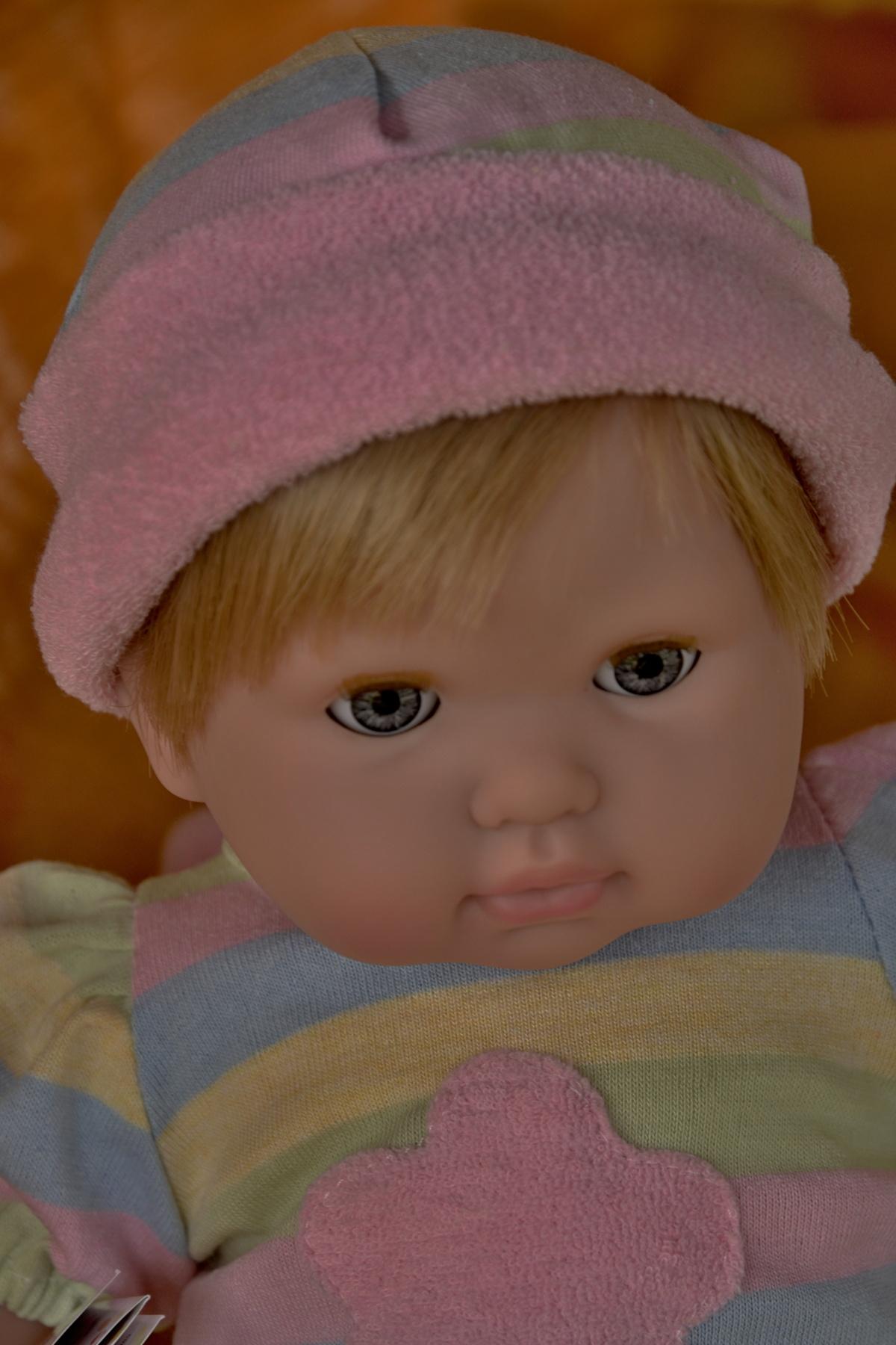 Mrkací panenka Noni v proužkatém oblečku od firmy Berenguer