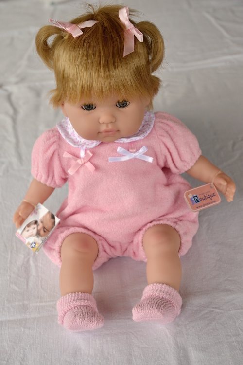 Mrkací panenka Noni v růžovém oblečku od firmy Berenguer